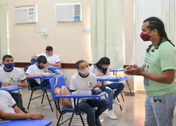 Secretários pedem recursos, internet e valorização da educação