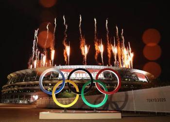 Tóquio fecha Olimpíadas com festa discreta e celebrando esforço contra pandemia