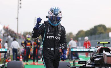Valtteri Bottas larga na frente em corrida sprint da F1 em Monza