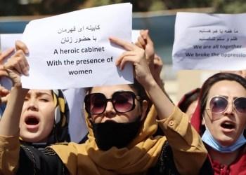 Com tiros e lacrimogêneo, Talibã acaba com protesto de mulheres