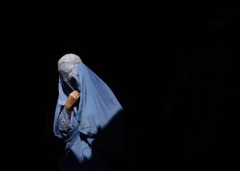 Mulheres afegãs protestam contra uso da burca