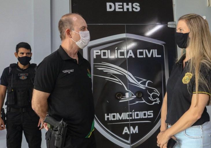 Secretário de Segurança Pública visitas unidades da PC e da PM em Manaus