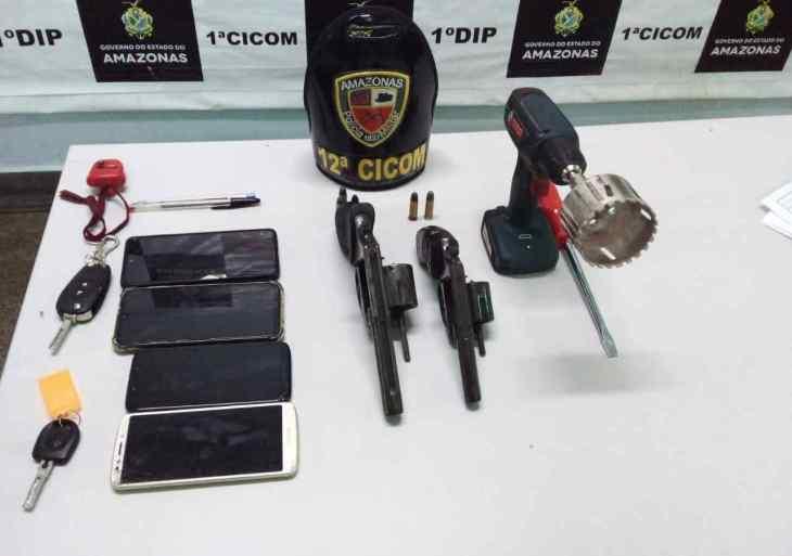 No bairro Flores, Polícia Militar detém trio por roubo e porte ilegal de arma de fogo