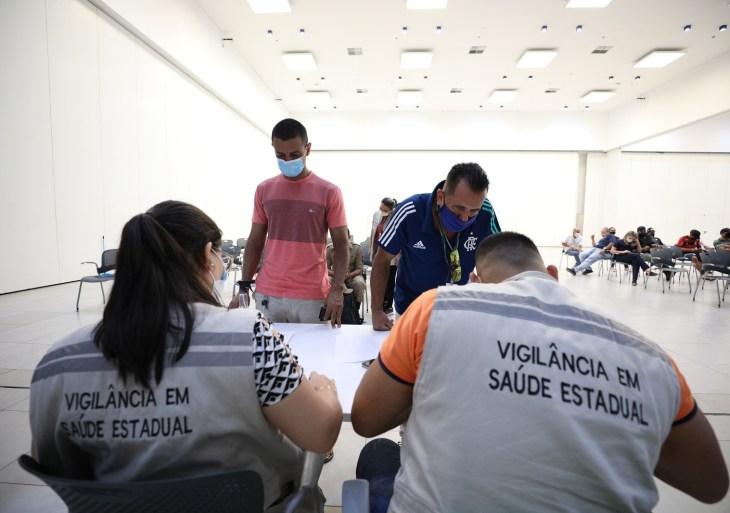 Governo do Amazonas inicia testagem de Covid-19 em trabalhadores para jogo entre Brasil e Uruguai