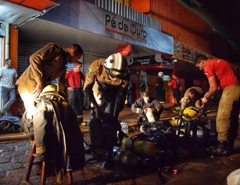 Lojas consumidas pelo fogo não tinham seguro