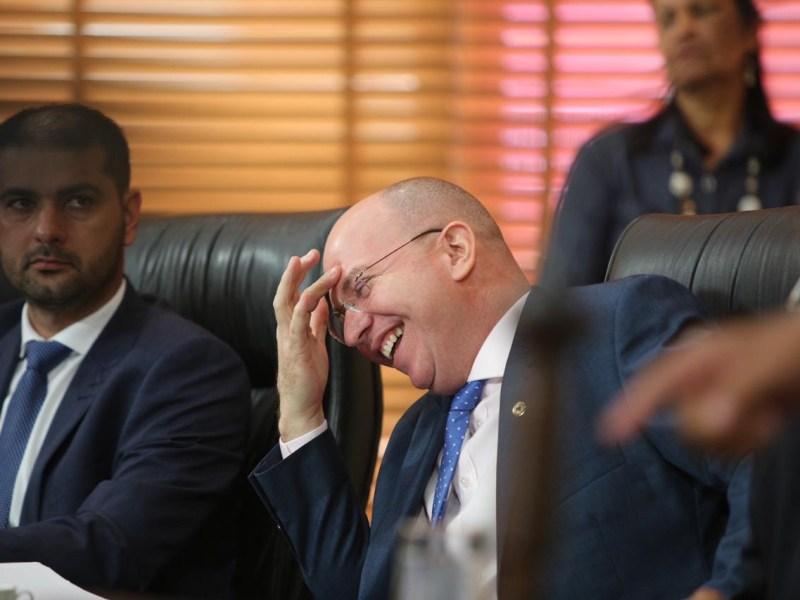 Apertem o cinto, o líder sumiu! Gehlen Diniz falta sessão em dia crucial para o governo