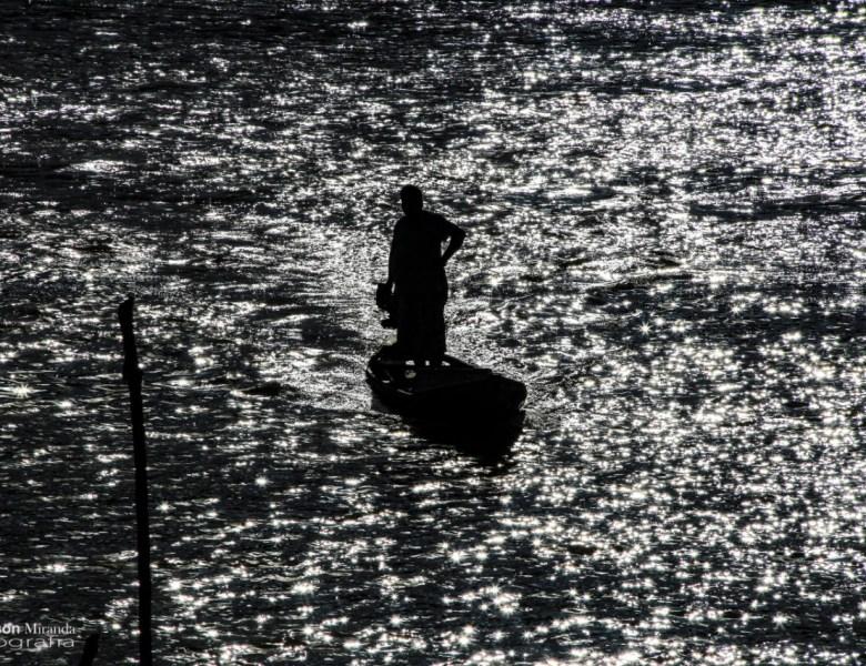 Repórter fotográfico Gleilson Miranda capta imagens do Rio Purus em Boca do Acre, onde a água conduz a vida e a alegria de um povo