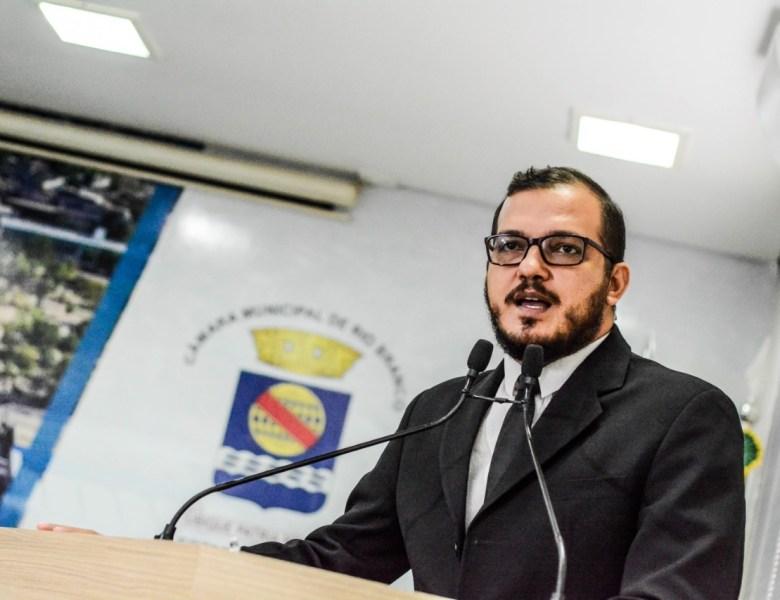 Rodrigo Forneck parabeniza professores e destaca investimentos da Prefeitura de Rio Branco