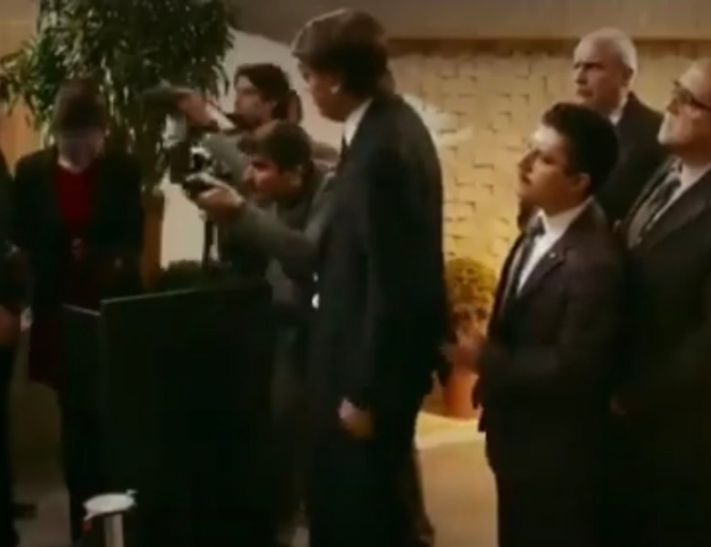 Vídeo: Zorra Total esculacha Jair Bolsonaro
