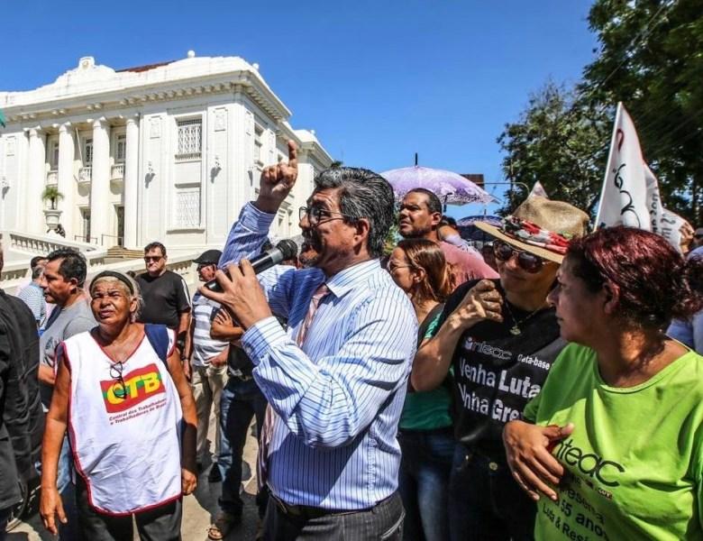 Faltou coragem para olharem nos olhos dos trabalhadores antes de retirarem os seus direitos, declara Edvaldo Magalhães