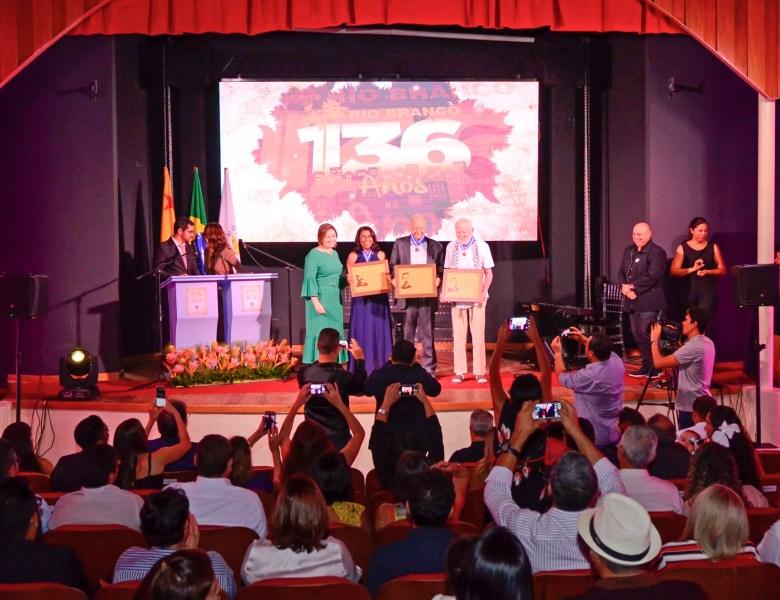 Socorro Neri entrega Comenda Volta da Empreza a personalidades que contribuem para desenvolvimento de Rio Branco