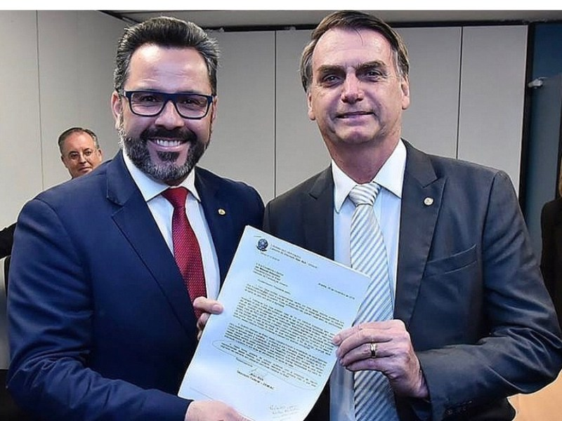 Bolsonaro frustra Alan Rick e veta Revalida de médicos formados no exterior em universidades particulares