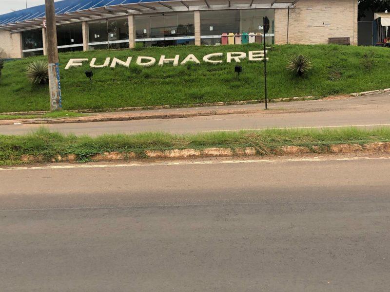 No Acre, governo fecha hospital, mas se finge de cego nas filas da Caixa Econômica e Receita Federal