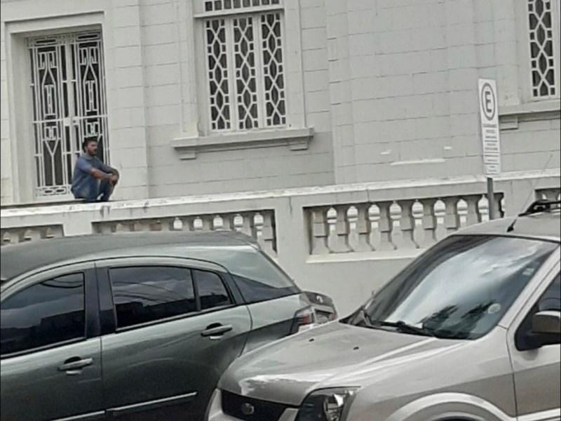 Thiago Caetano reclama da proibição de cultos, mas terá que justificar lambanças como secretário
