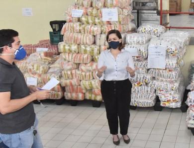 Prefeita Socorro Neri e conselheiros inspecionam almoxarifado da Seme