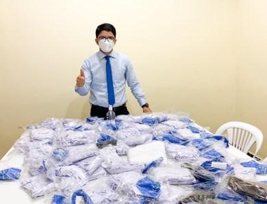 Jenilson doa máscara para servidores de saúde e população de Jordão após primeiro caso de Covid-19