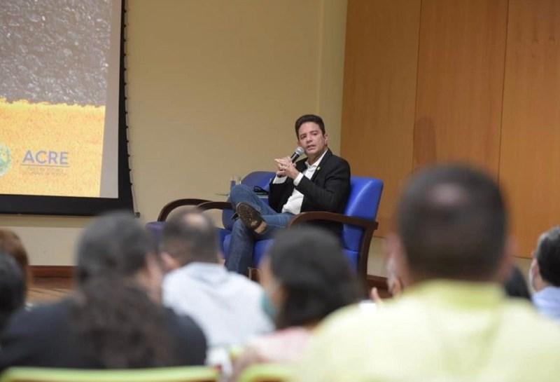 VÍDEO: Governador admite incompetência ao dizer que falta quem faça projetos