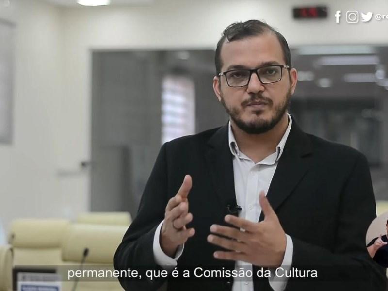 Rodrigo Forneck manteve  a acessibilidade em seu material de campanha