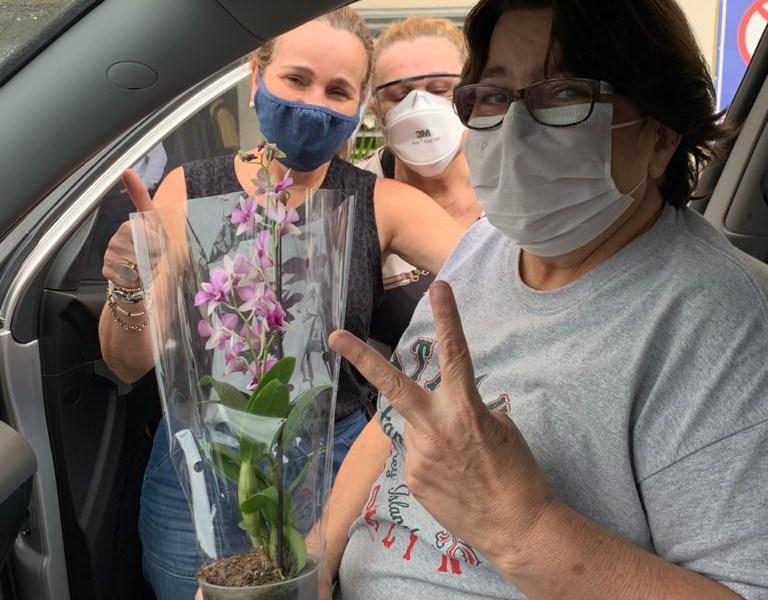 Jornalista Nena Mubarac tem alta hospitalar e está se recuperando em casa