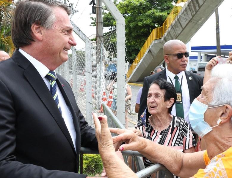 Planalto impõe sigilo de cem anos a cartão de vacinação de Bolsonaro