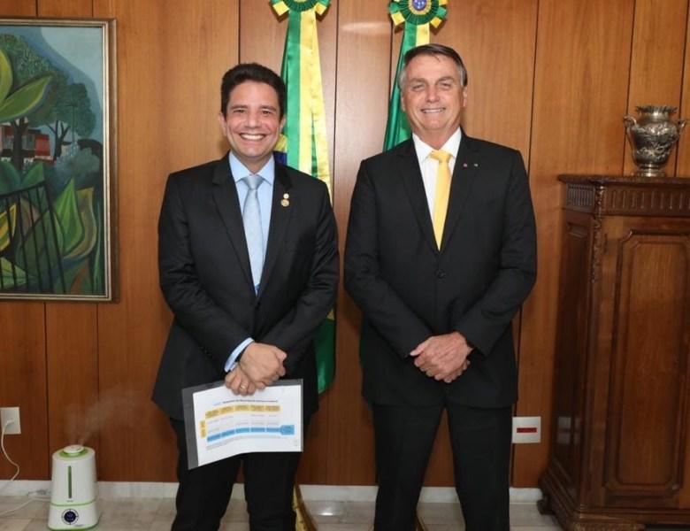 Enquanto Gladson faz juras de amor a Bolsonaro, presidente coloca a corda no pescoço dos governadores