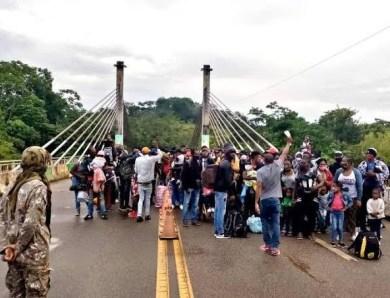 Parlamentares do Acre cobram governo federal para que assuma a responsabilidade com imigrantes em Assis Brasil