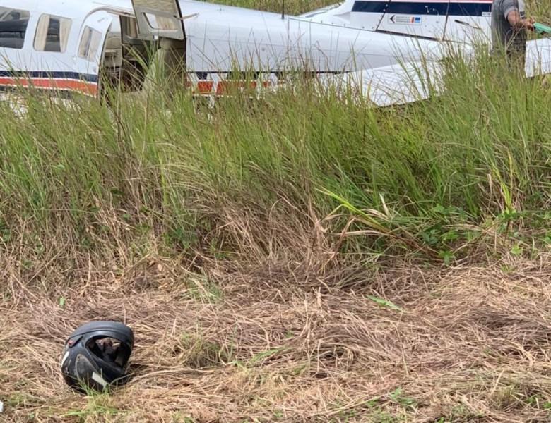 Piloto perde o controle e avião vai parar no matagal em Santa Rosa do Purus