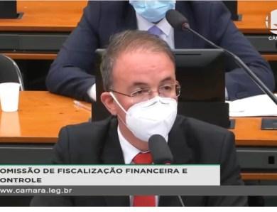 """VÍDEO: Leo de Brito a Eduardo Bolsonaro: """"Você é filhote de genocida"""""""