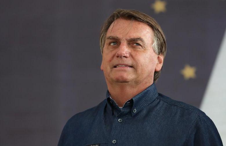 'Não tenho como saber o que acontece nos ministérios', diz Bolsonaro