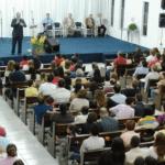 Mulher nua invade igreja evangélica. Imagem Ilustrativa.