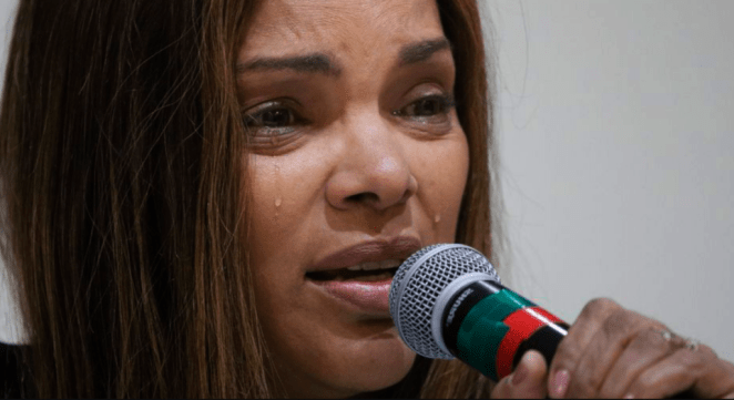 Cantora gospel Flordelis chorou em coletiva de imprensa.