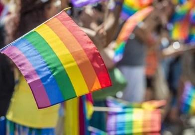 """Tratamentos de """"cura gay"""" são autorizadas por juiz do Distrito Federal"""