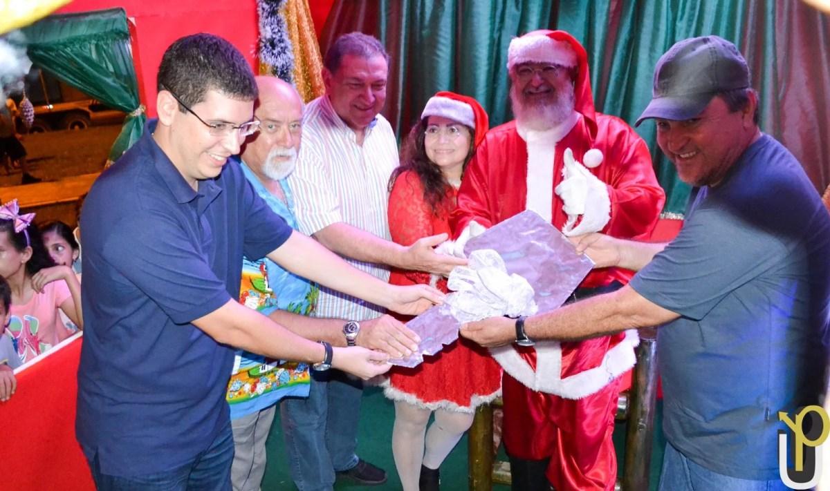 Chegada do Papai Noel e Árvore de Natal abrem temporada natalina