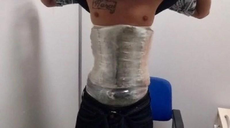 Homem é preso com droga enrolada no corpo ao tentar embarcar para Brasília