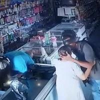 Durante assalto, bandido beija cabeça de idosa para acalmá-la