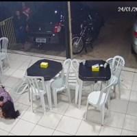 Vídeo: durante assalto no DF, mulher usa o corpo para proteger filho de tiro