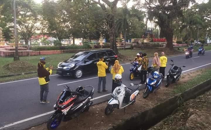 DPD Partai Golkar Babar Bersama KPPG  dan AMPG Turun ke Jalan Bagikan Nasi Kotak