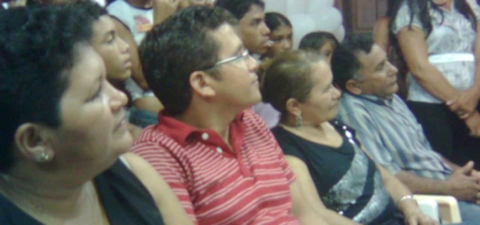 PREFEITO LEANE PARTICIPA DAS COMEMORAÇÕES DA MÃES NA ESCOLA GASTÃO VIEIRA