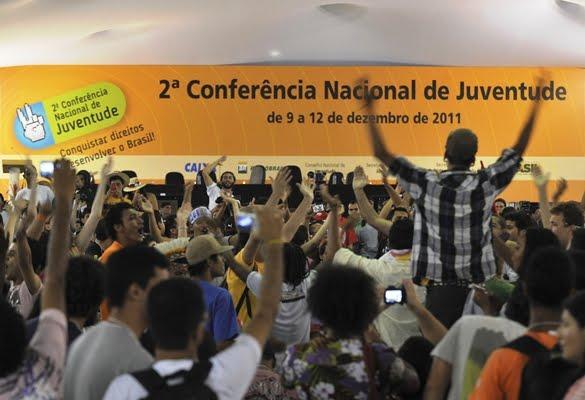 JOVENS DE TODO O BRASIL LOTAM AUDITÓRIO NA SOLENIDADE DE ABERTURA DA 2ª CONFERÊNCIA NACIONAL DE JUVENTUDE
