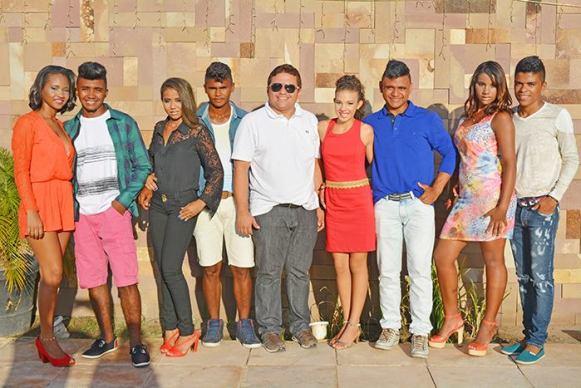 Prefeito José Leane com os finalistas do Concurso Casal juventude 2016