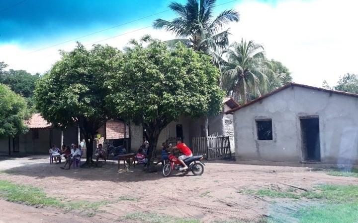 É debaixo de árvore, que comunidade aguarda atendimento médico na zona rural de Coelho Neto…