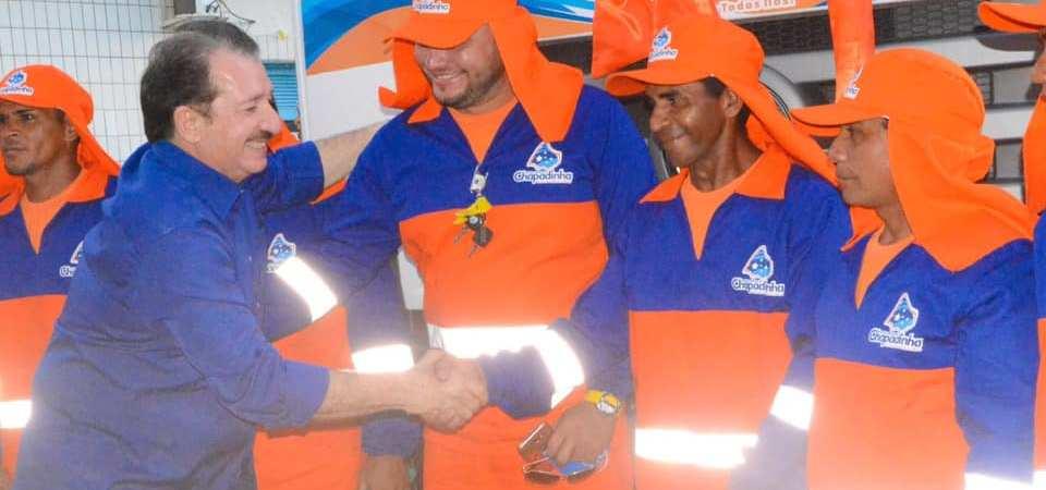 Magno viabiliza novo carro-compactador de lixo para a limpeza pública de Chapadinha
