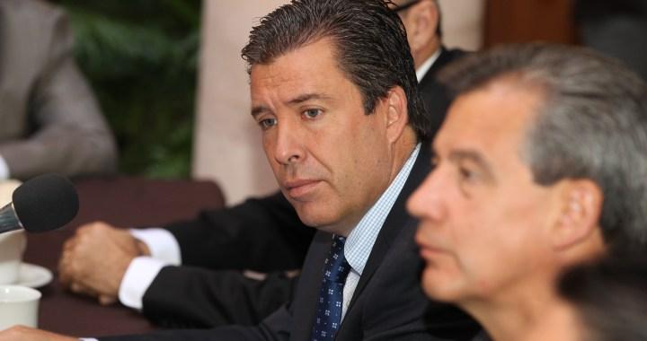 Busca Márquez profesionales en su gabinete