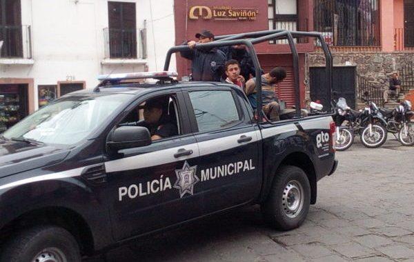 Cesan a 6 policías por robo de combustible