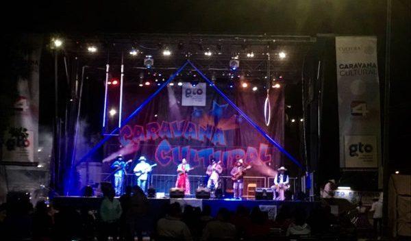Disfrutan Caravana Cultural en Cuerámaro