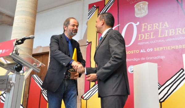 Comienza 60 Feria del Libro de la UG con premio para el escritor Juan Villoro