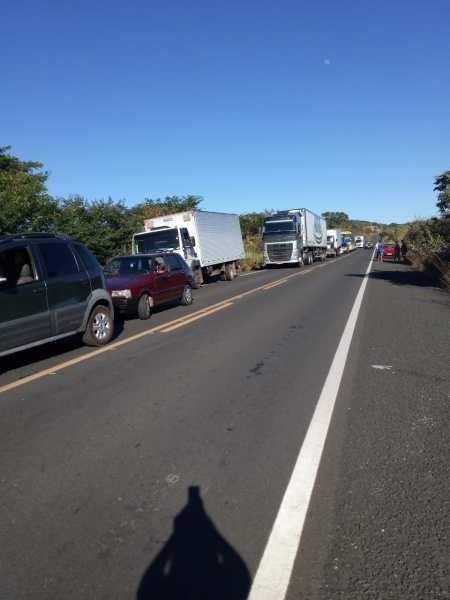 Caminhão pega fogo na BR 230 na zona rural de Oeiras 4