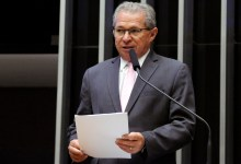 Sessão solene vai homenagear Assis Carvalho nesta terça na Alepi 14