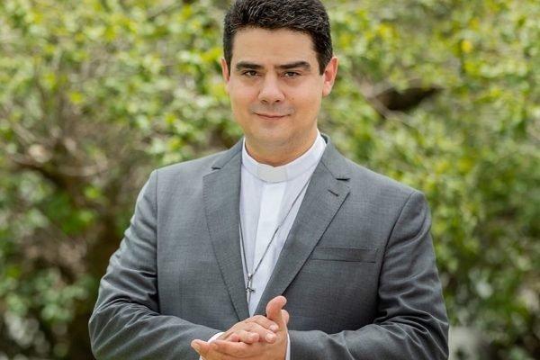 MEDO: Influência de padre Robson resiste e causa medo na capital da fé em Goiás