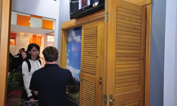 janela-Pantografica-madeira-especial-veneziana-movel